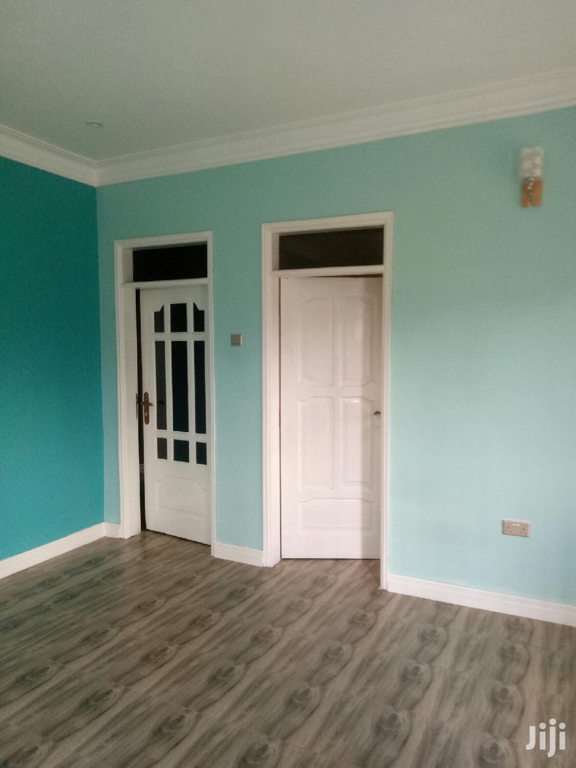 Archive: Kiwatule Double Room Self Contained at 300k