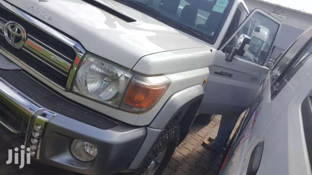 Toyota Land Cruiser 2013 White | Cars for sale in Kampala, Central Region, Uganda