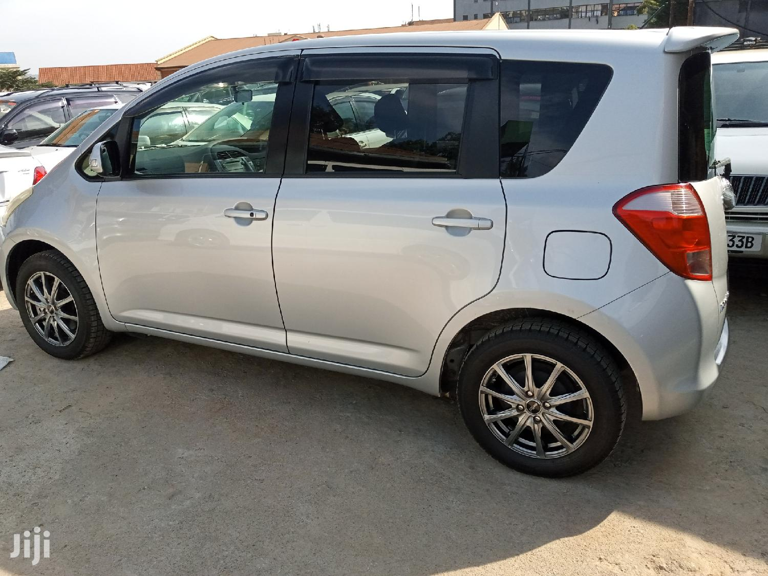 Archive: New Toyota Ractis 2006 Silver